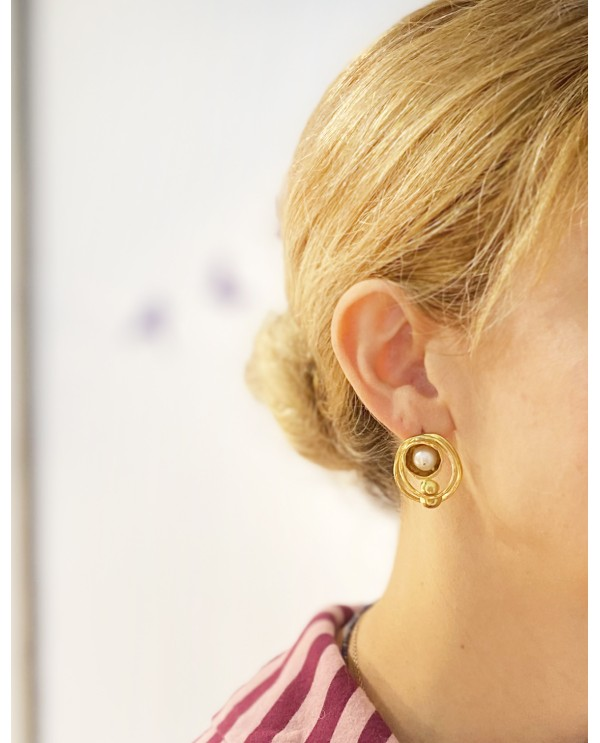 Equinox Pearl Earring